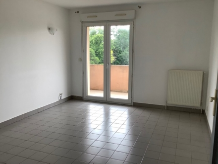 Location Appartement avec balcon 2 pièces L'Isle-sur-la-Sorgue (84800) - avec ascenseur proche du centre
