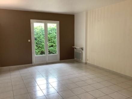 Location Maison 2 pièces Lagnes (84800) - avec terrasse